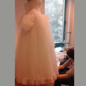 skrócenie tiulowej sukni